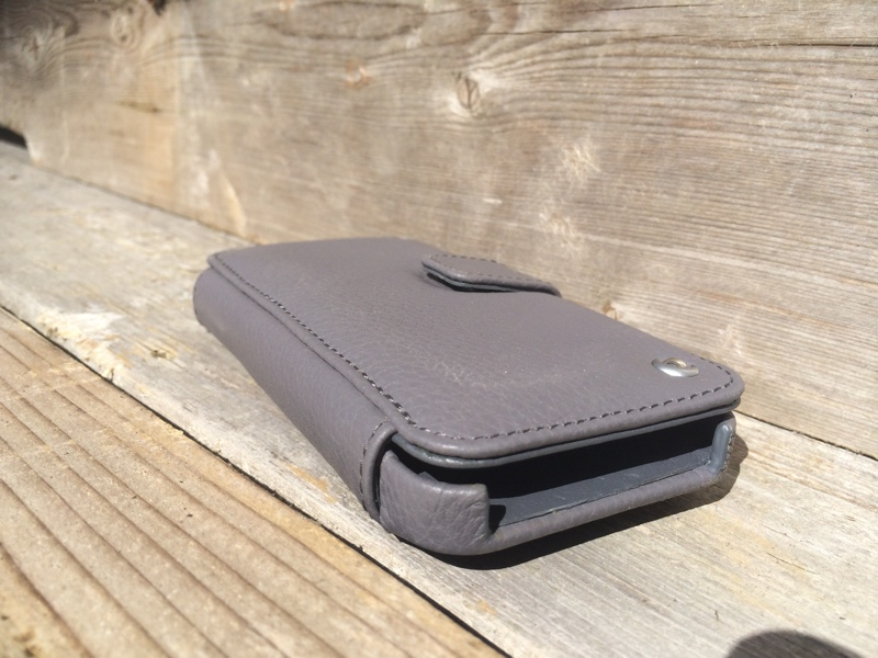 Noreve Tradition 2106TB Review: Noreve Tradition B [2106TB] Leather iPhone Case